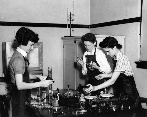 Florida State College for Women students experimenting in the chemical lab