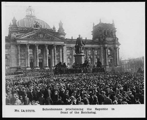 Photograph of the Reichstag with crowds in front of it