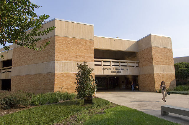 Picture of West Campus Library building