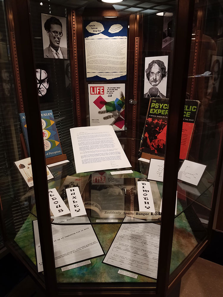 Flash exhibit case of Huxley