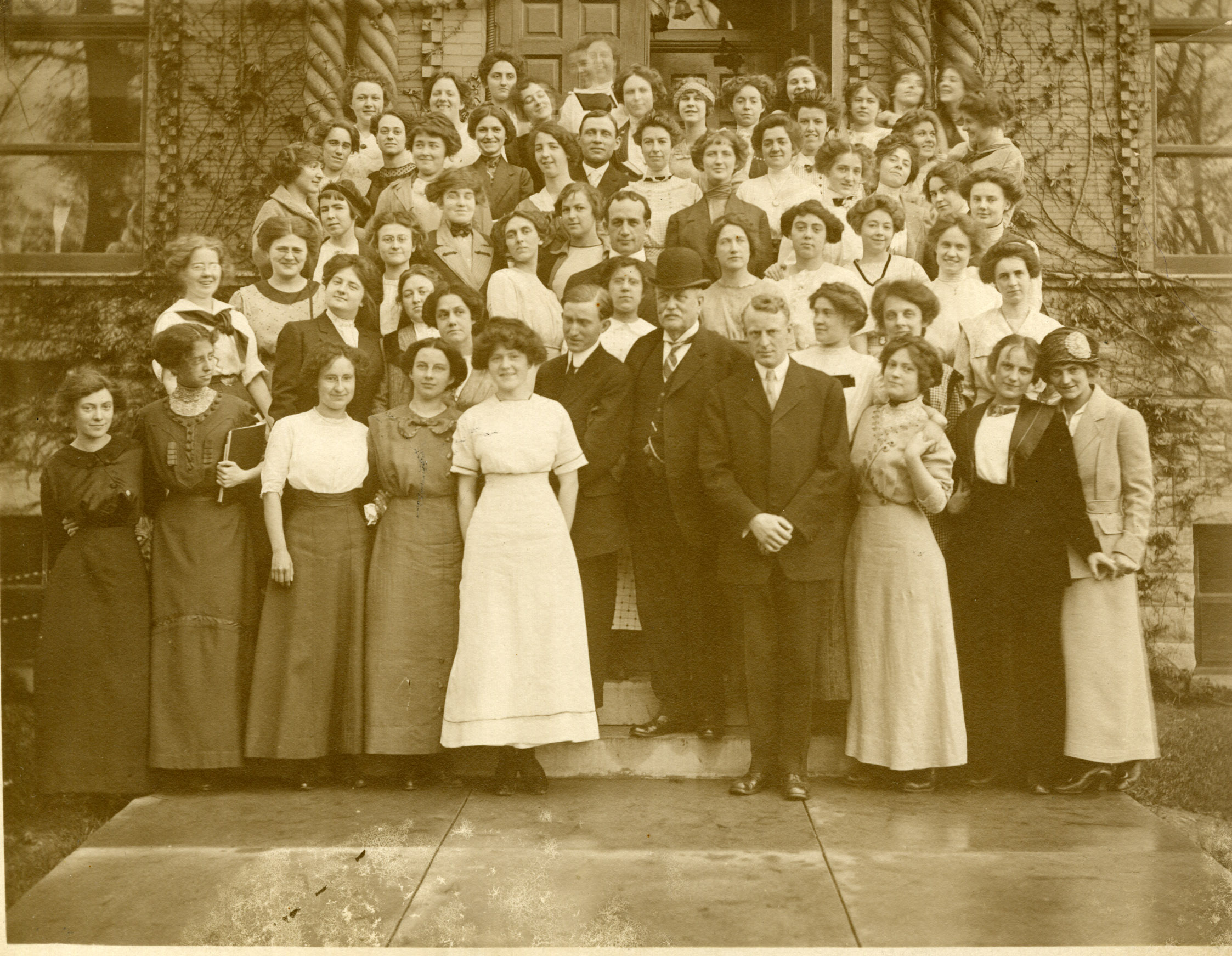 School of Oratory faculty & students, 1912