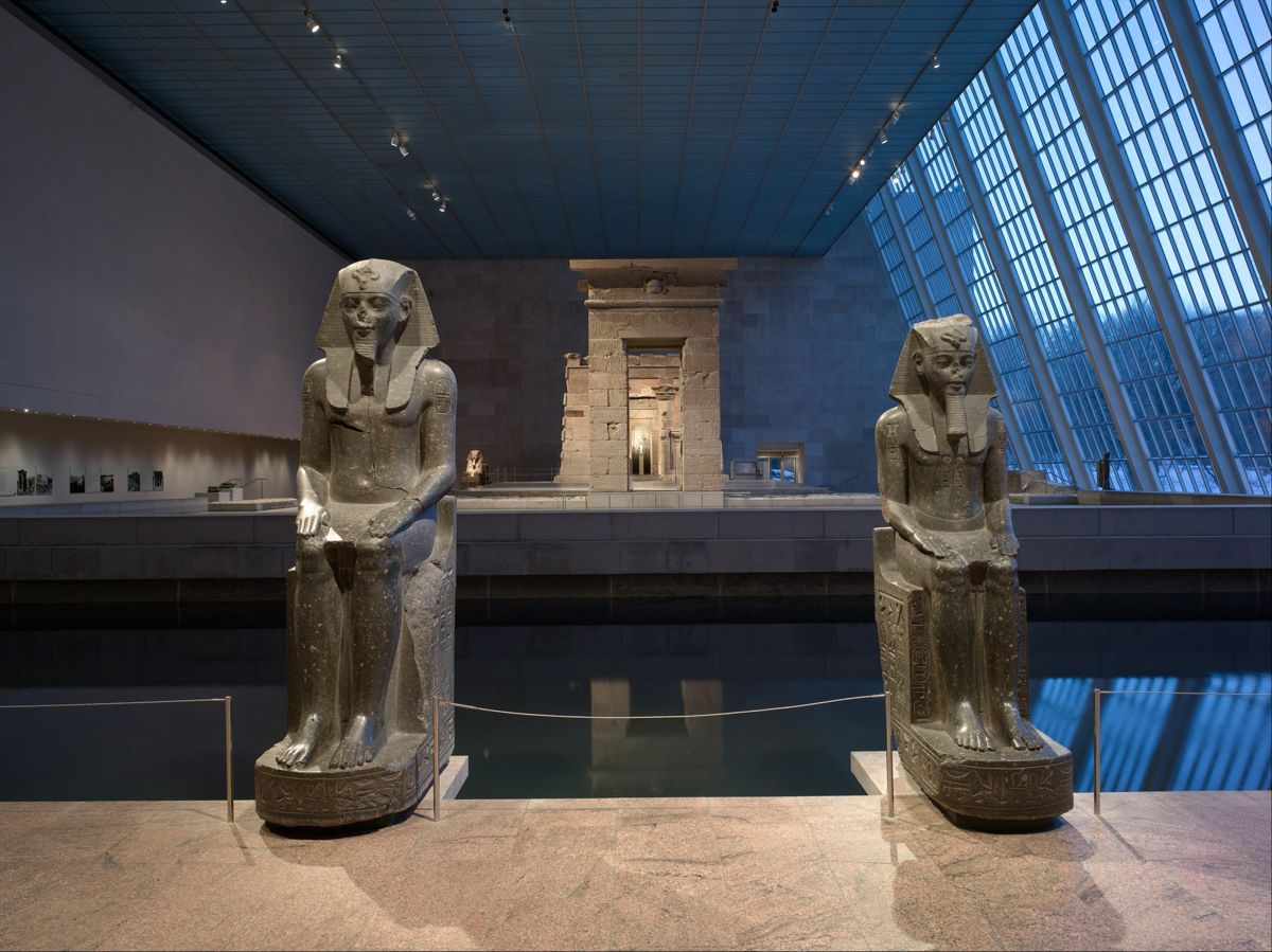 The Temple of Dendur in the Sacker Wing at the MET Museum as seen in the evening between two statues of Amenhotep III (22.5.1, 22.5.2).