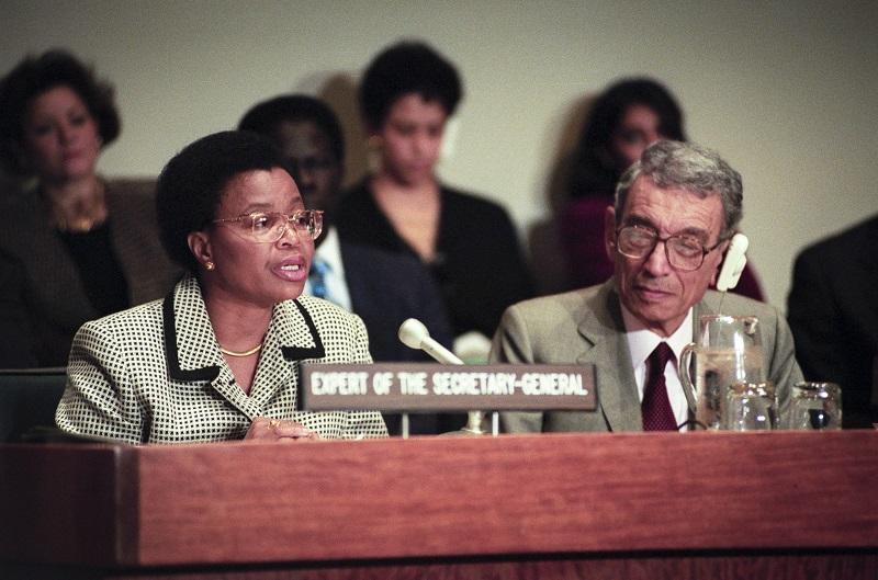 UN Photo 290361: Graca Machel y Boutros Boutros-Ghali, 8 noviembre 1996