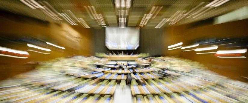 UN Photo 714633 : Sala del Consejo de Administración fiduciaria