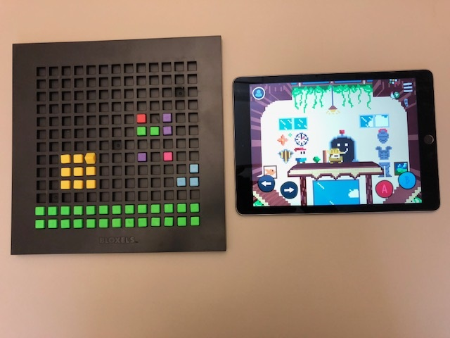 Picture of a Bloxels board and an iPad with the Bloxel app