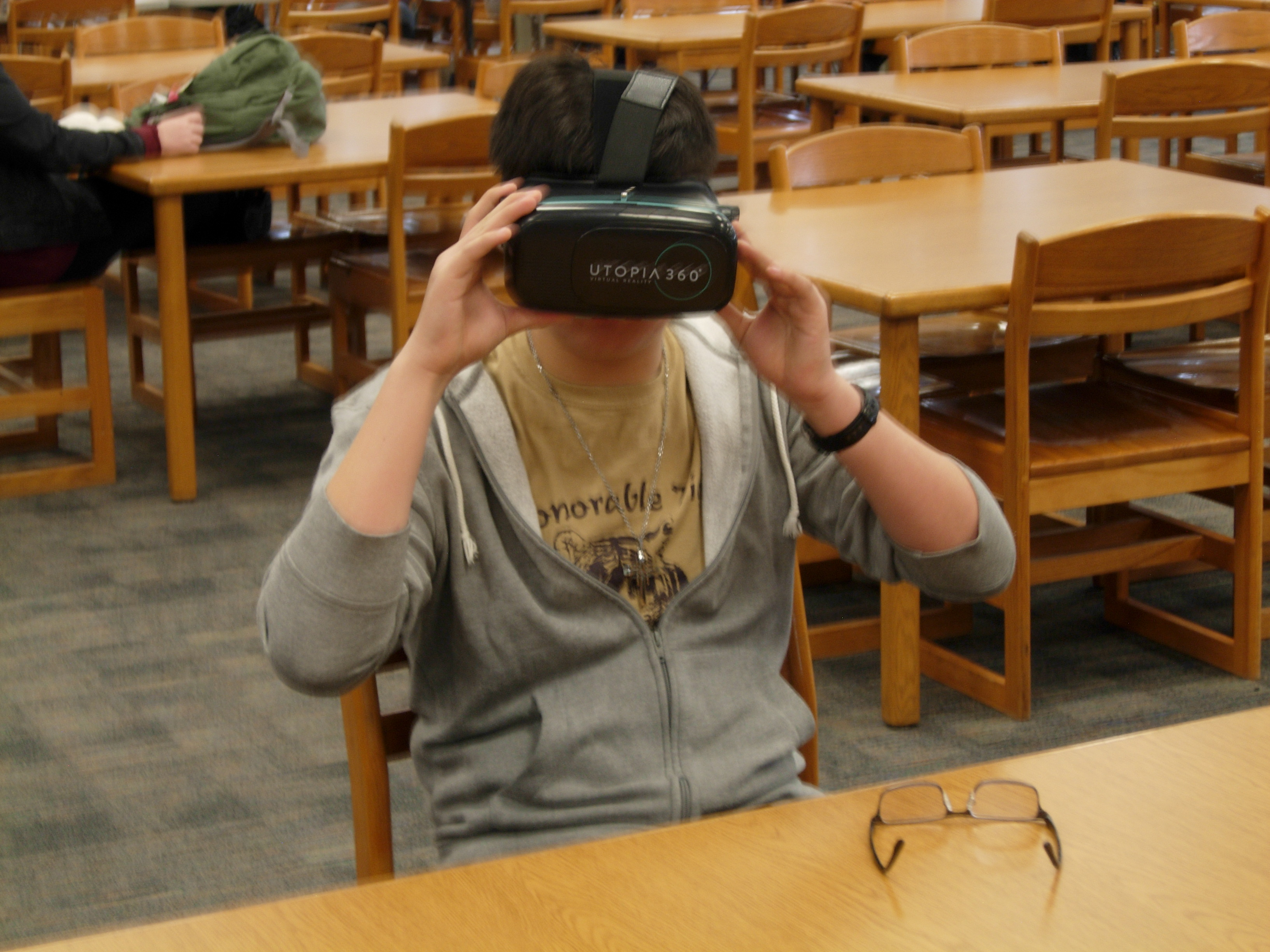 student using virtual reality glasses