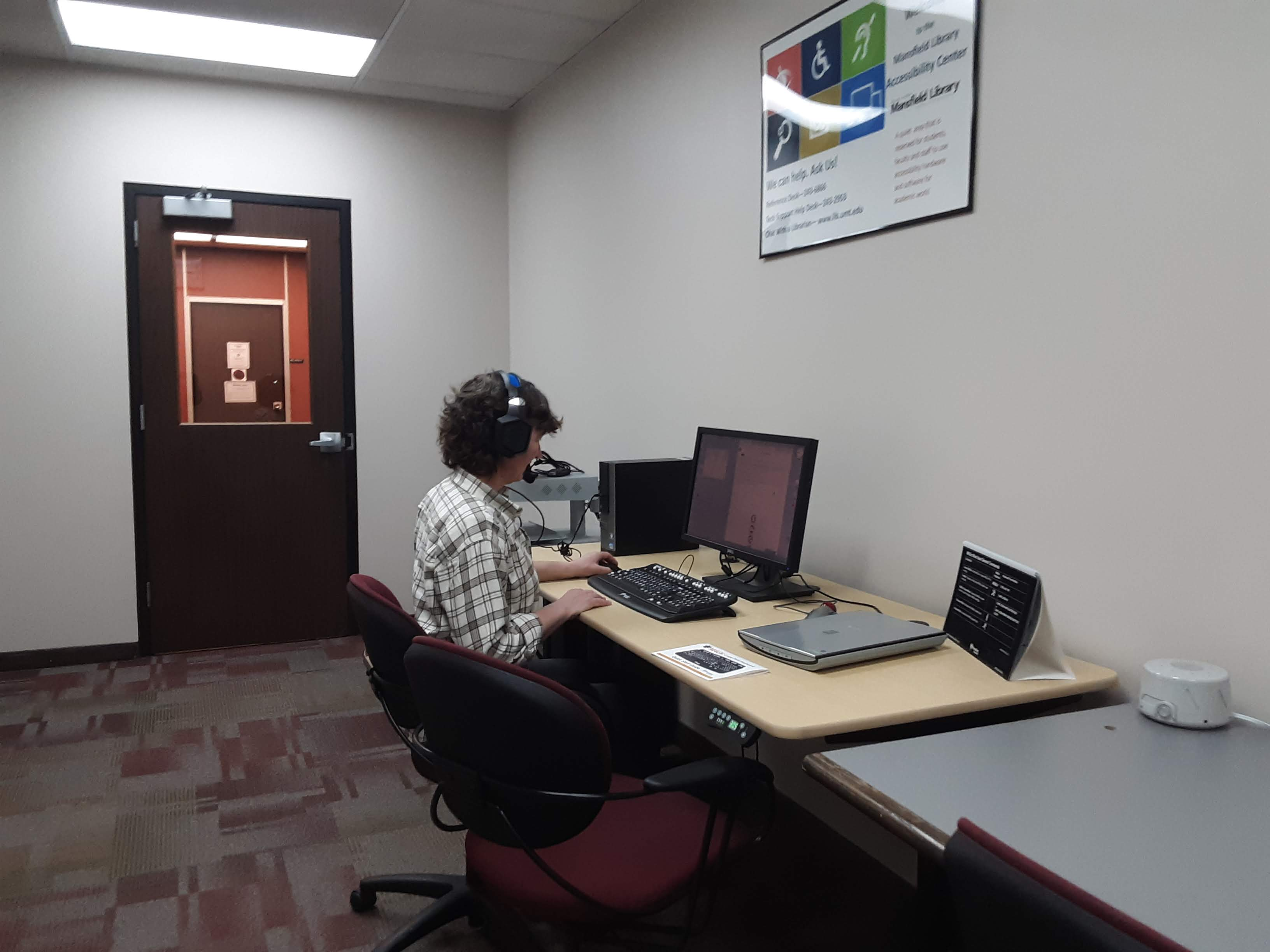 student using Dragon Naturally Speaking in the Accessible Technology Room
