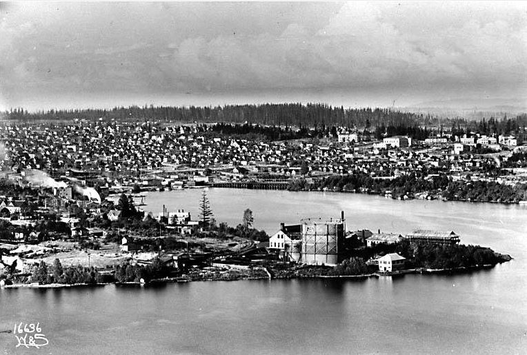 Photo: Lake Union and the University District, looking northeast from east Queen Anne, ca. 1910