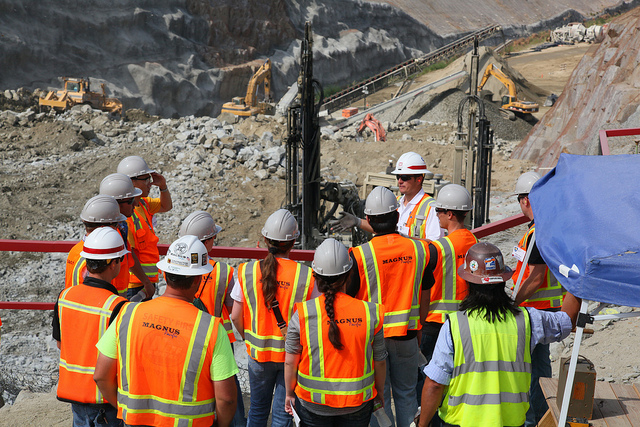 Engineering students visit spillway site