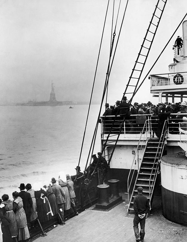 photo of ellis island and immigrants