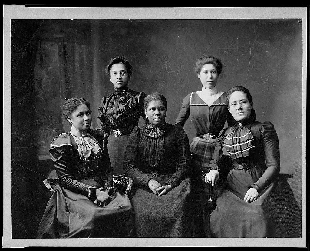 5 female Negro officers of Women's League, Newport, R.I