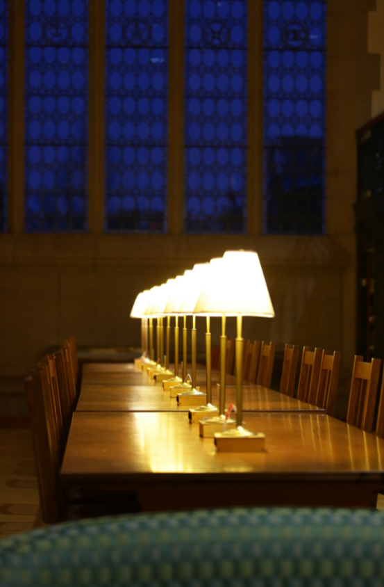Lamps along table in Thompson Library trancept