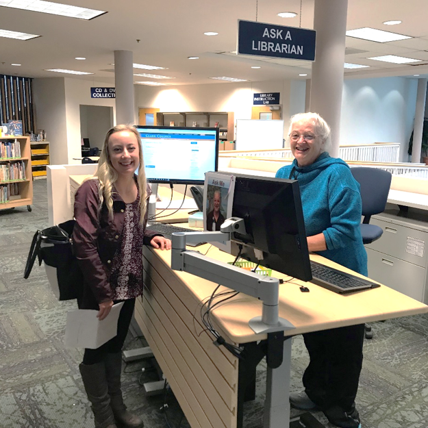 Student and librarian at Ask a Librarian desk