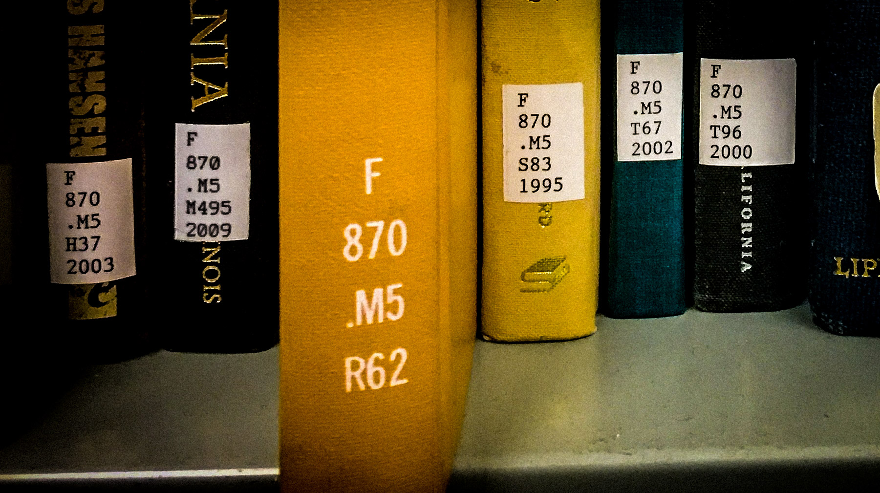 The book on the shelf wil be forund between f 870.m5 m427 and f 870.m5 s83 1995