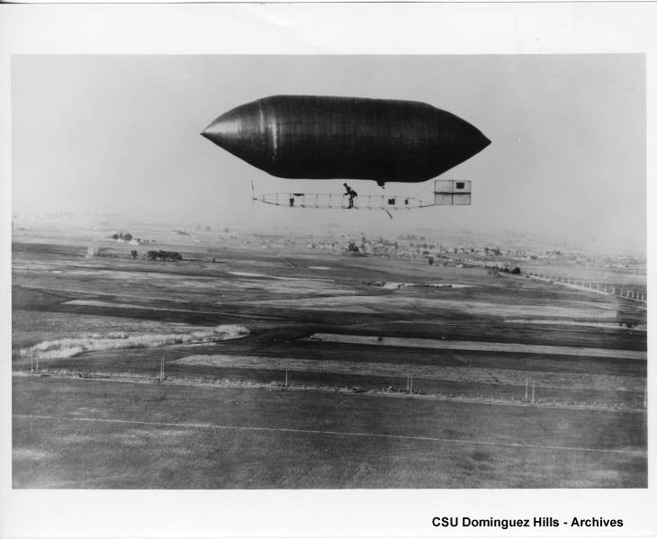 zeppelin in air
