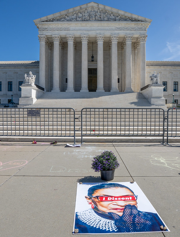 """I dissent"" tribute left at the foot of the Supreme Court the morning after Justice Ginsburg's death."