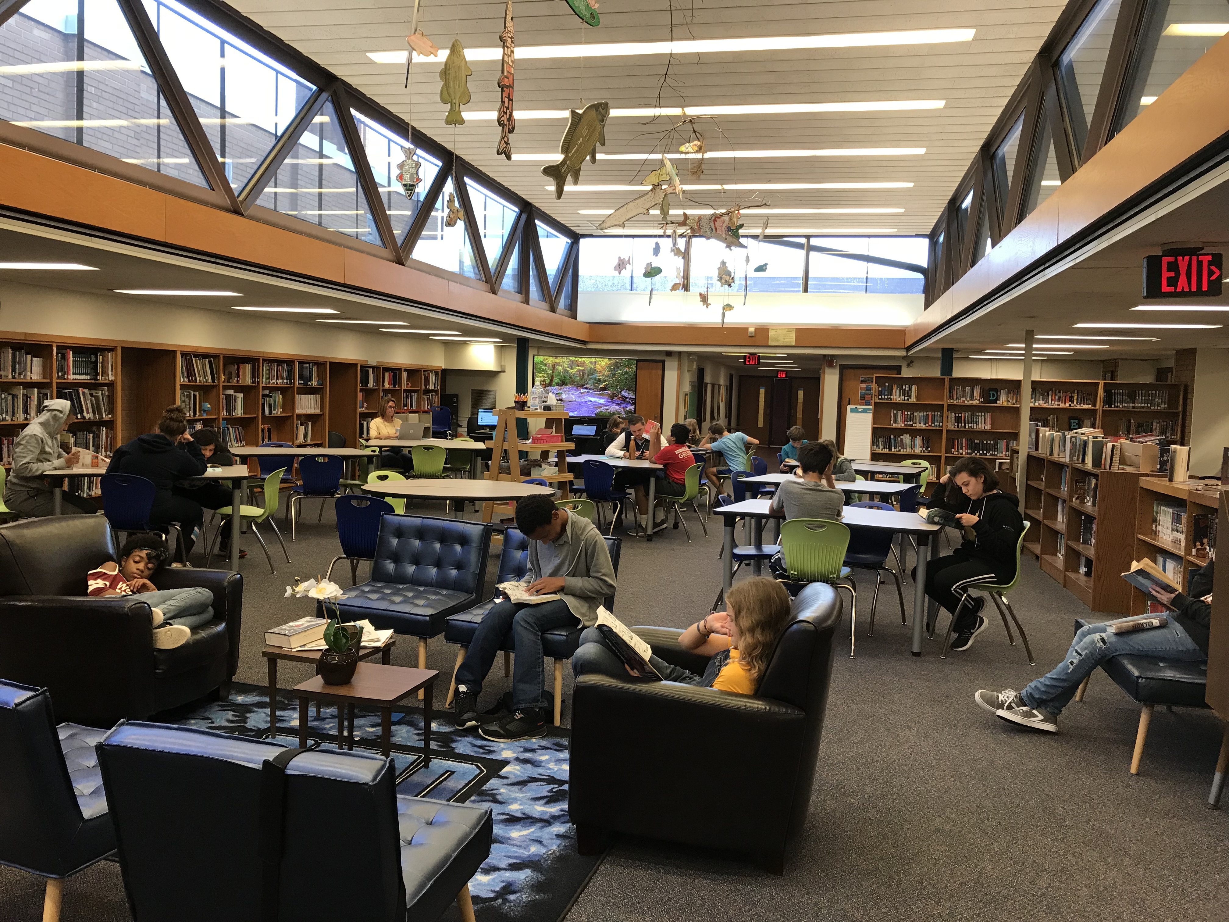 Kids reading in the LMC