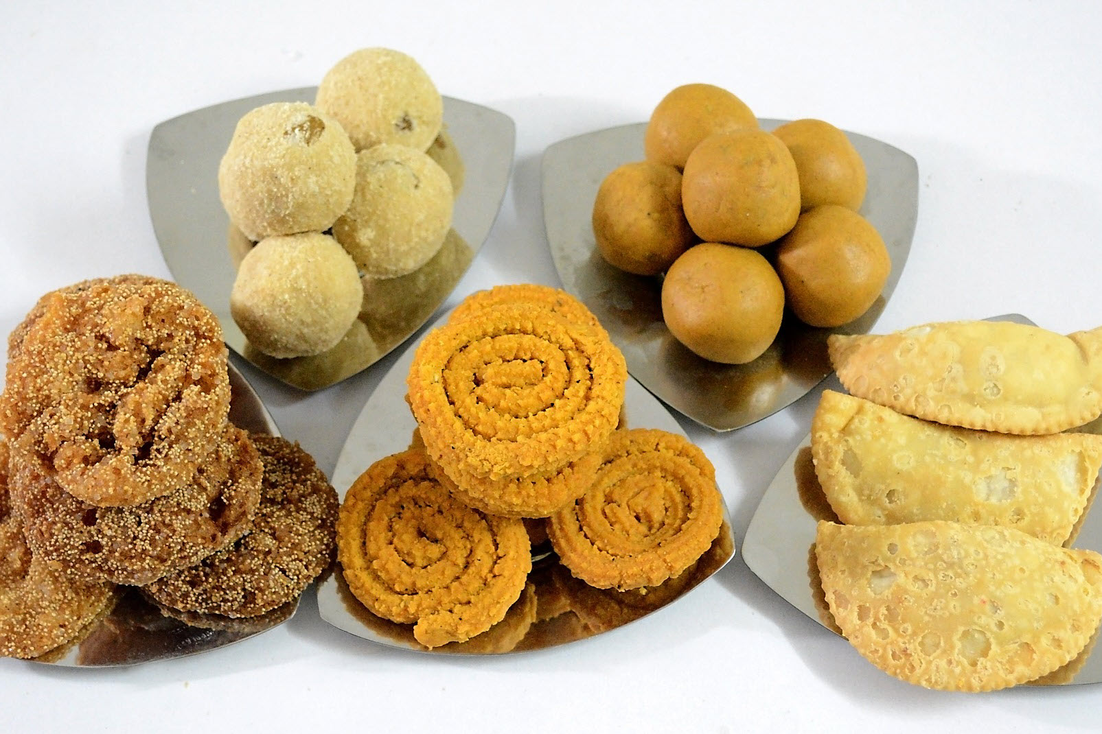 examples of Indian foods often served at Diwali celebrations