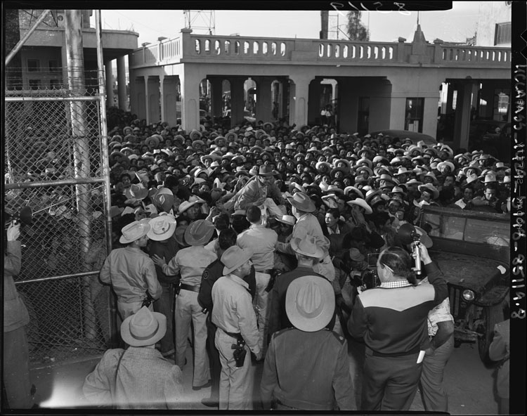 Mexican workers await legal employment in the United States, 1954