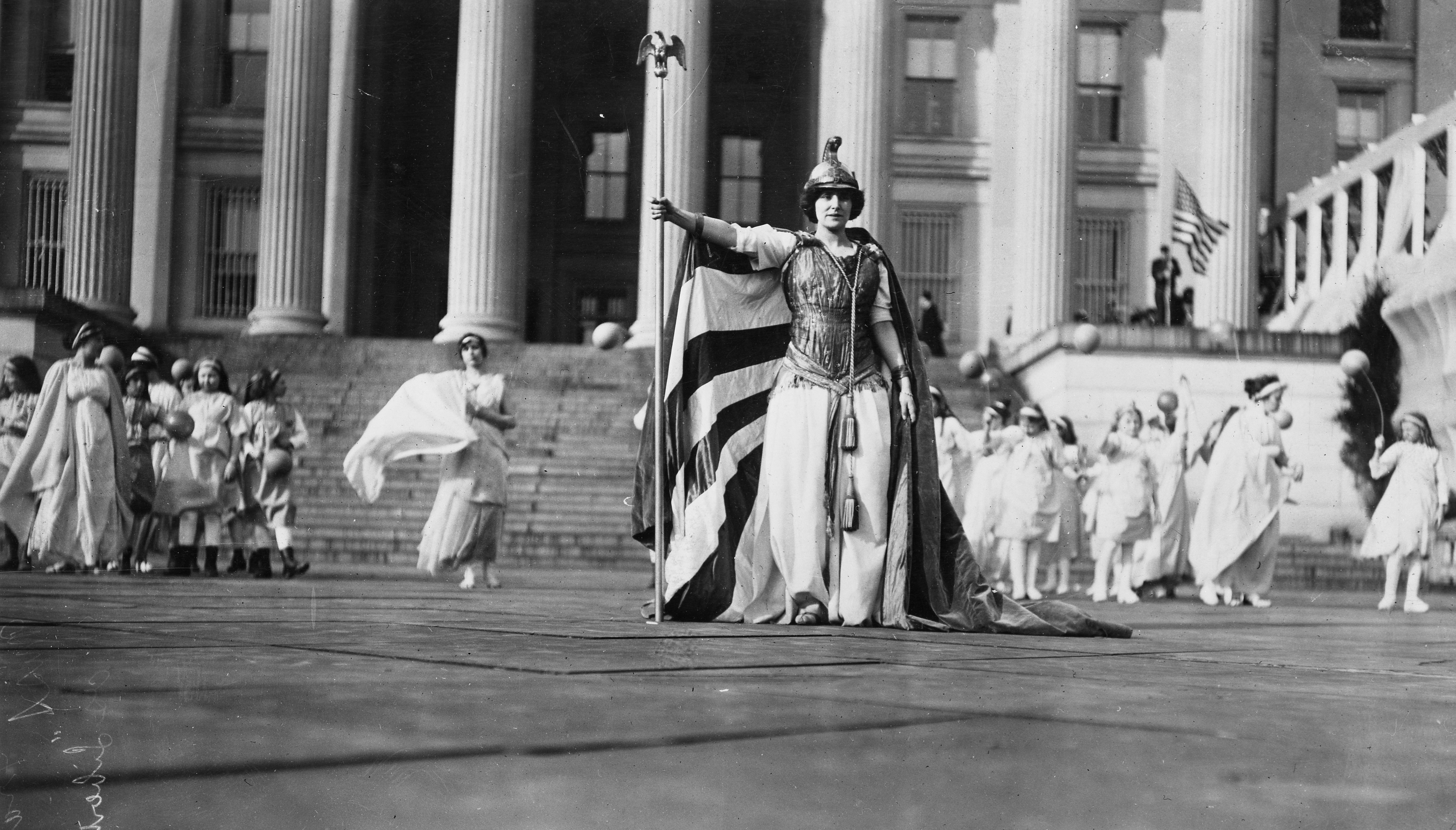 Hedwig Reicher as Columbia