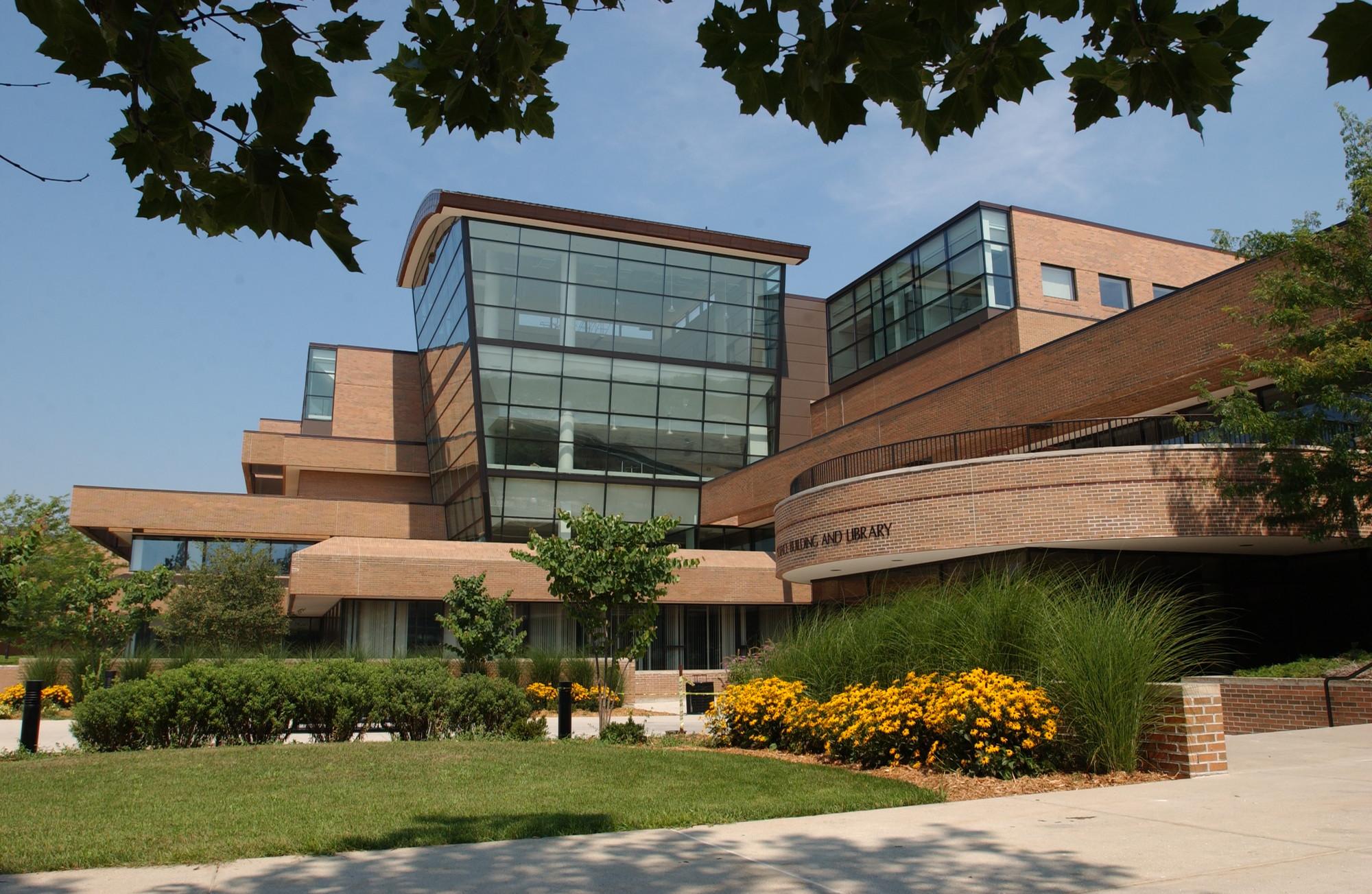 Zahnow Library Exterior