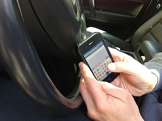 Picture of someone texting while driving.