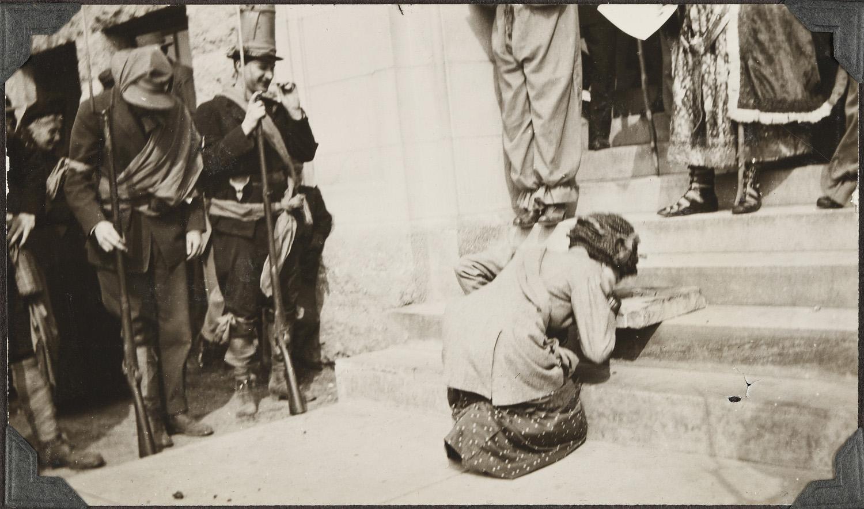 Eva Hirdler being knighted, 1911.