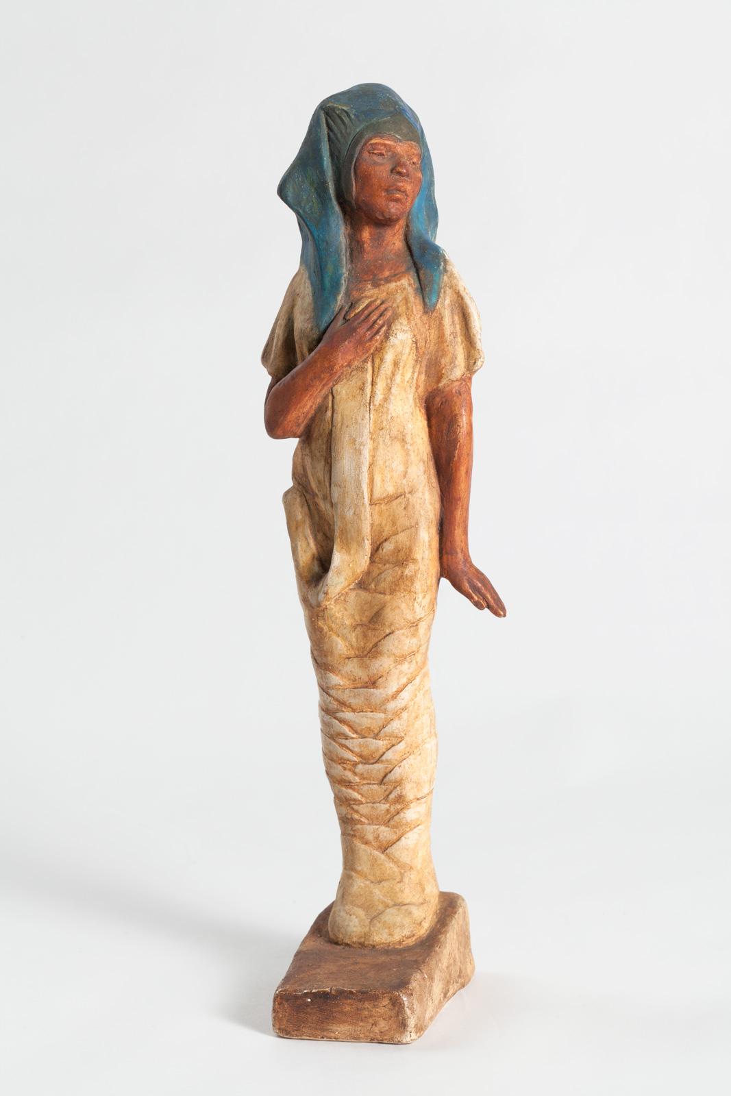 Sculpture / statue of a woman