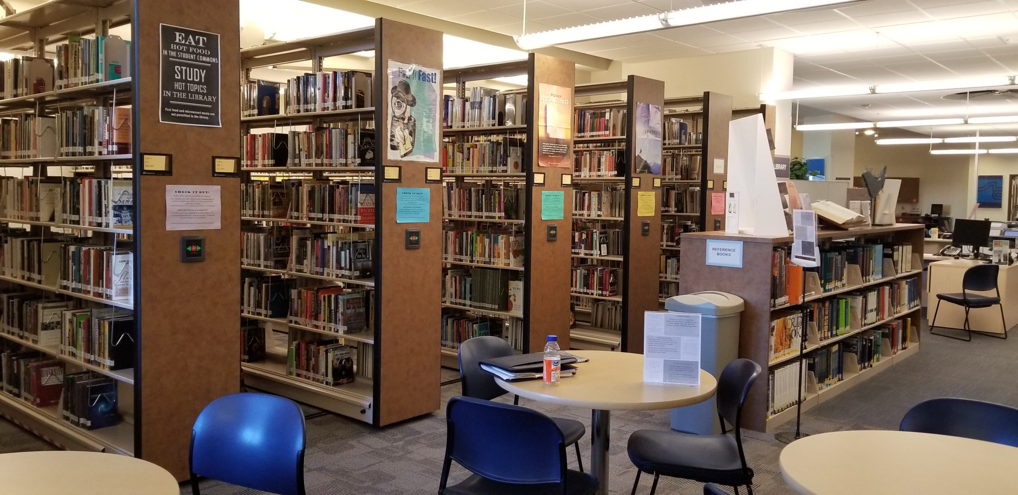 photo of Wildwood library bookshelves