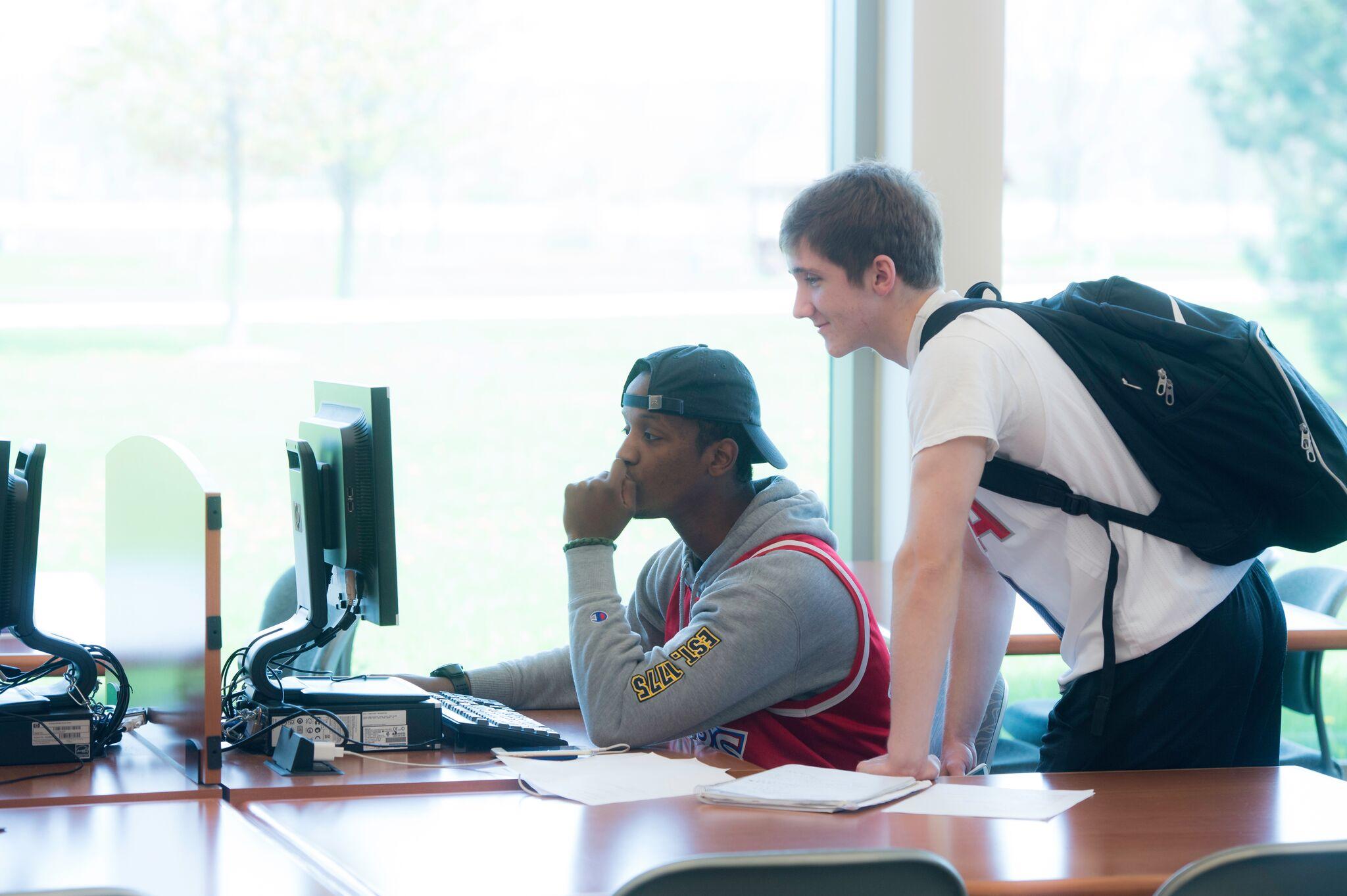 UW-Fond du Lac students
