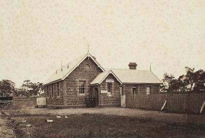 Photograph, South Morang school building H2015.164/18