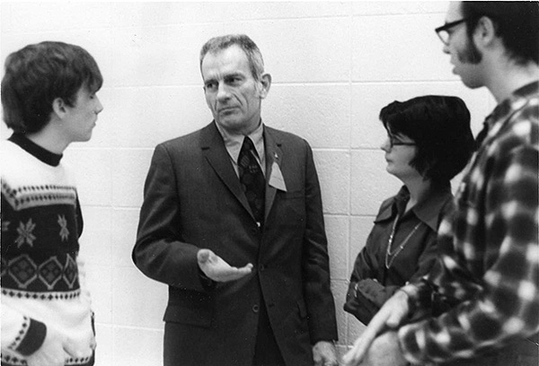 Deke Slayton talks with students