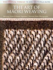 Book Art of maori weaving