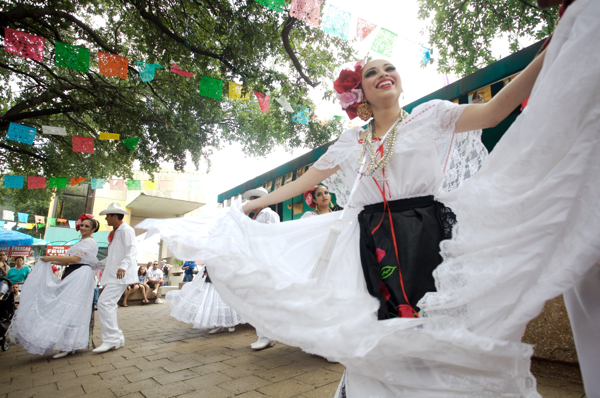 Folklorico at Market Square
