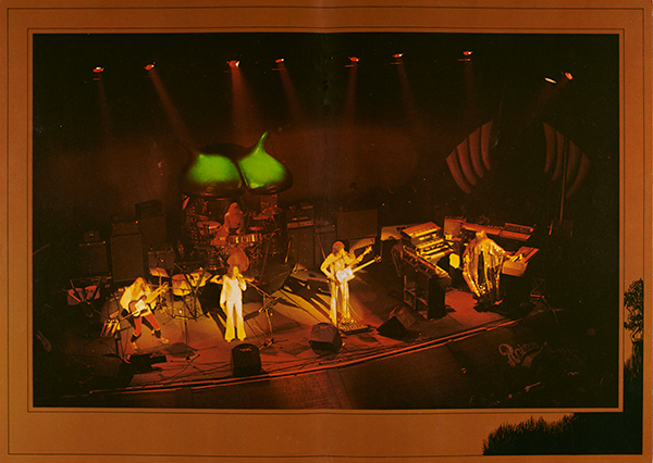 Yes performance photo