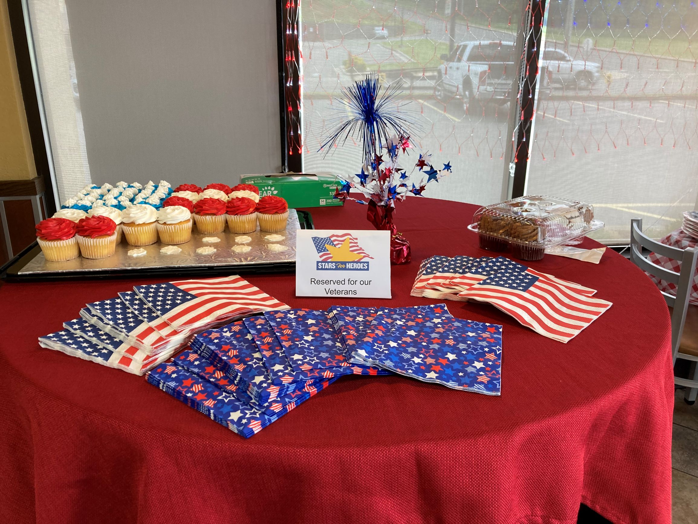 A table with patriotic decorations and cupcakes for veterans