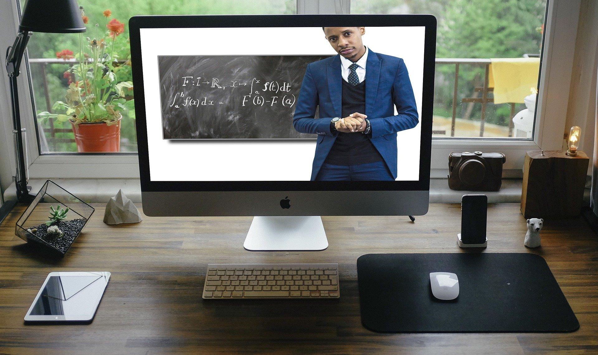 Arrangement of Desk for Online Learning