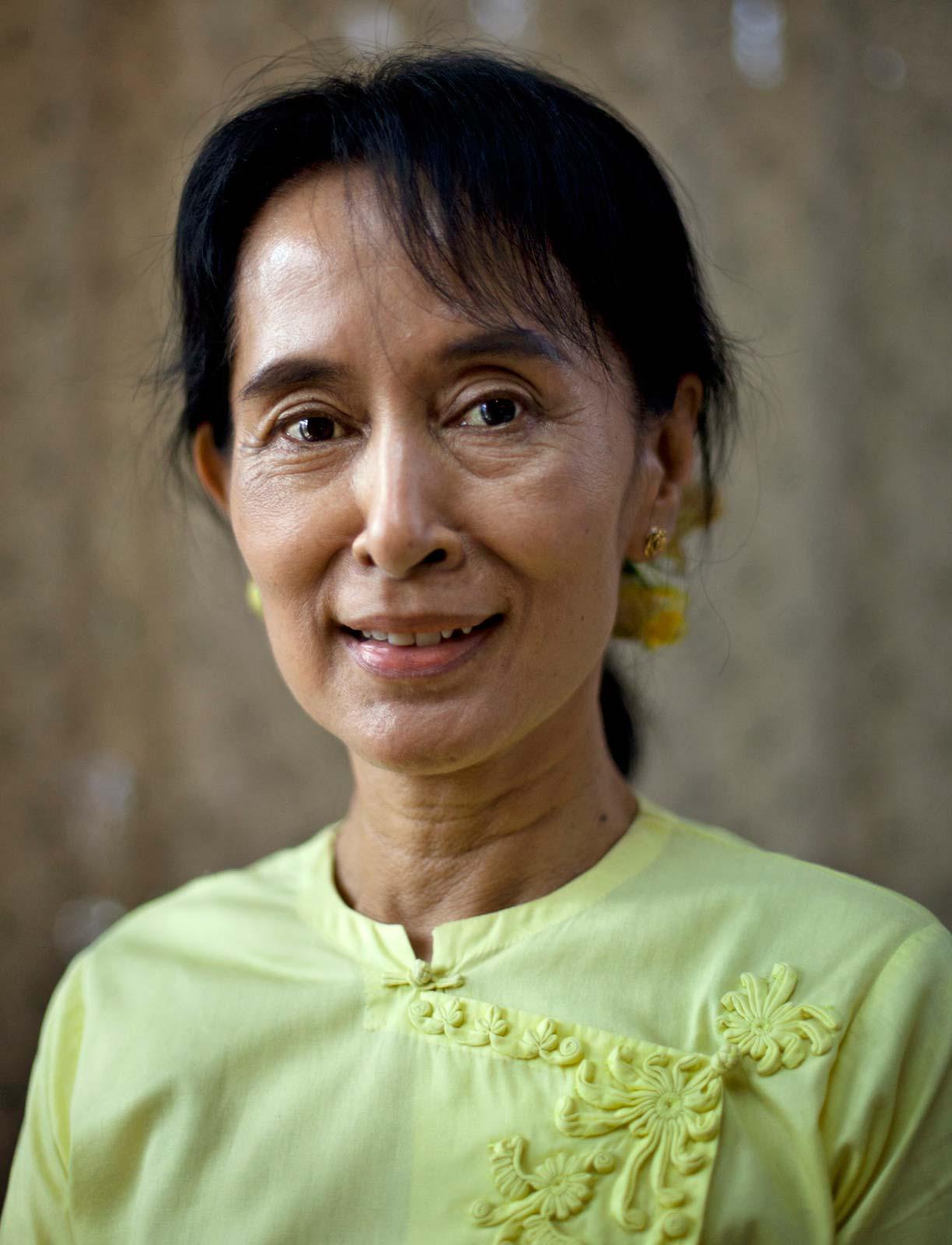 headshot of aung san suu kyi