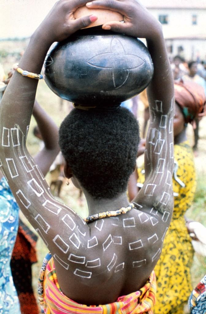 Ghana, Awutu: Awubia Festival: Woman Carrying Food