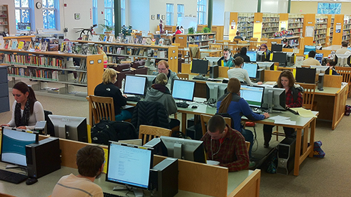 about 10 students at MCC Library computers