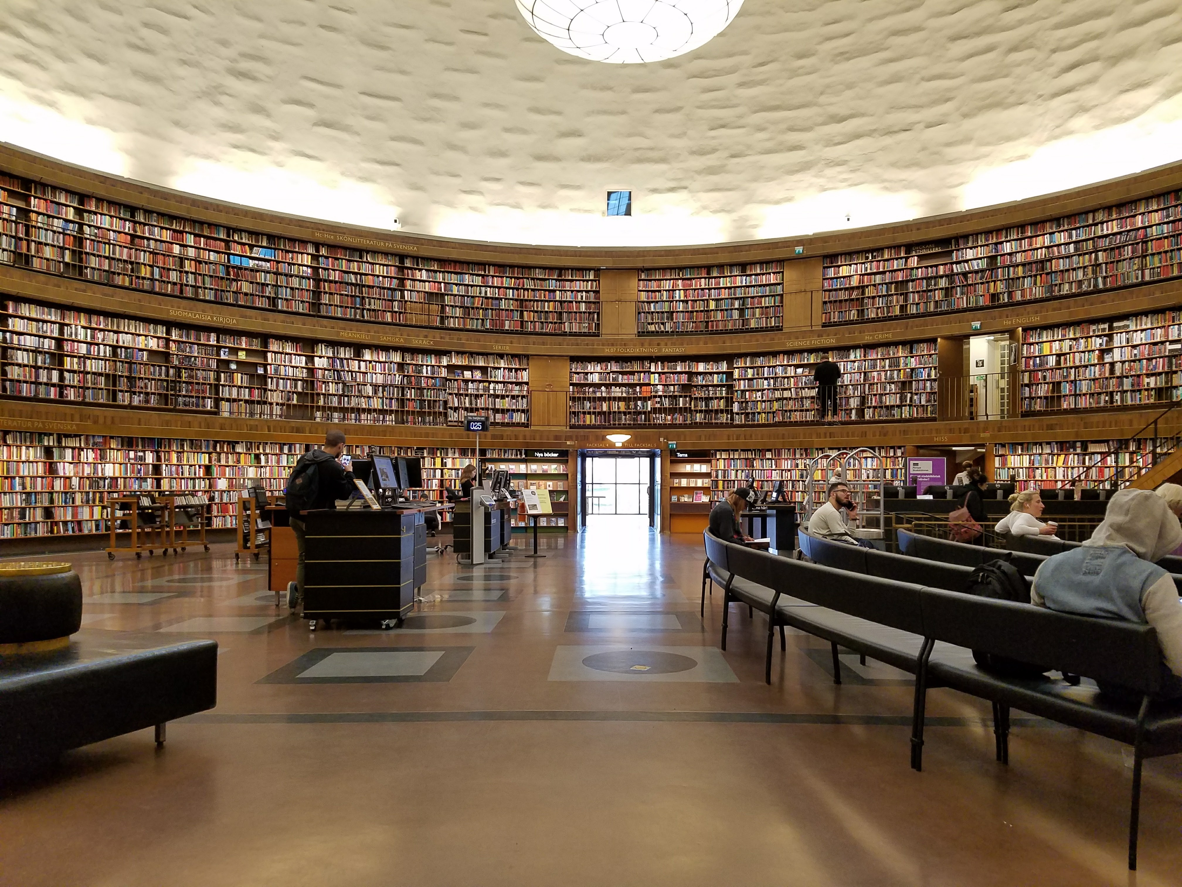 Stockholms stadsbibliotek main floor