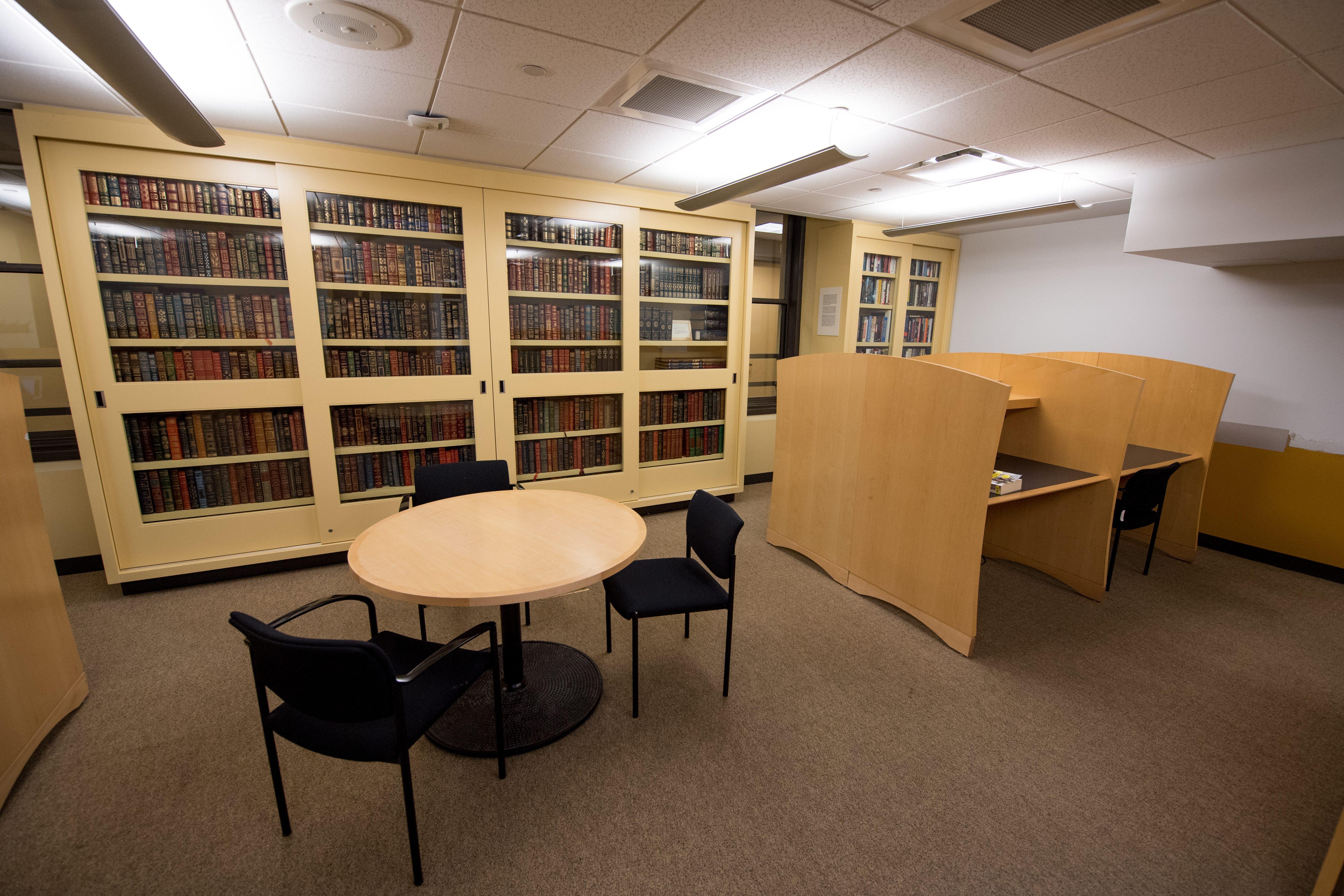 Iwasaki Library Phi Alpha Tau Room, 6th floor