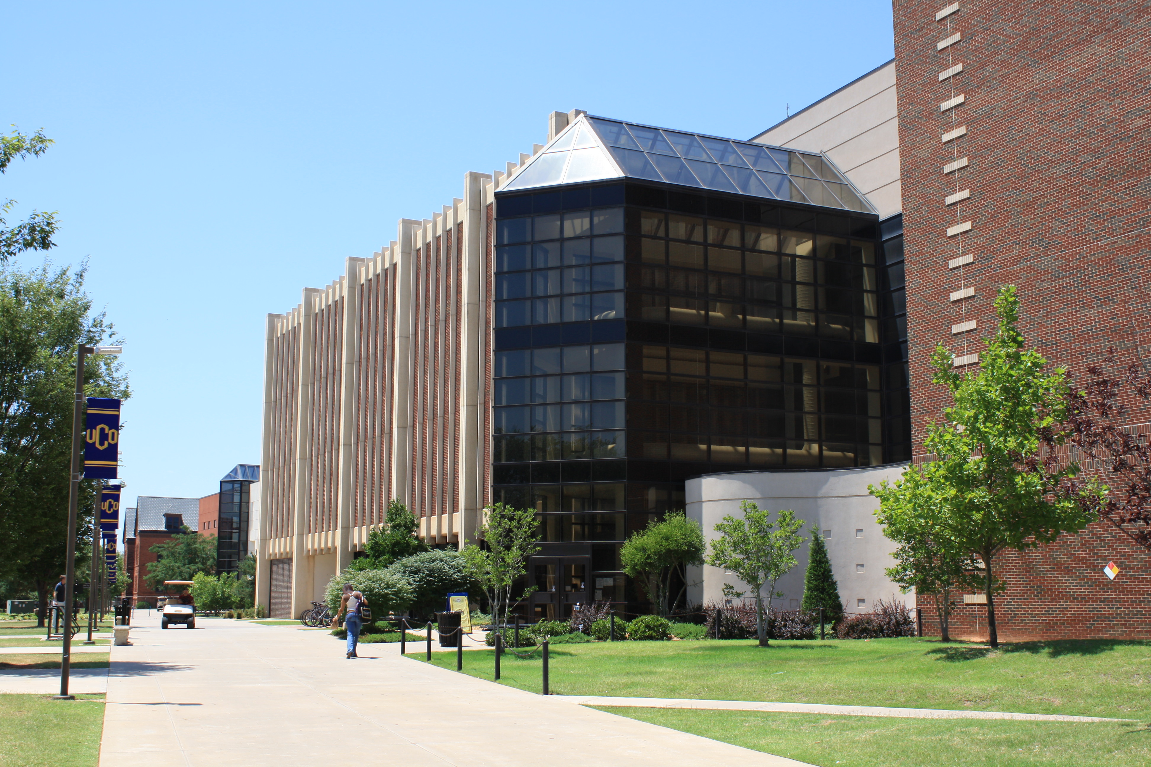 exterior of Max Chambers Library