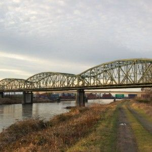Photo of Fishing Wars Memorial Bridge over Puyallup River
