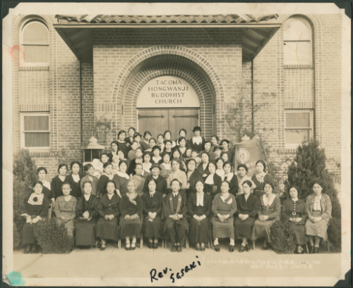 Group photo of women before the Tacoma Buddhist Temple