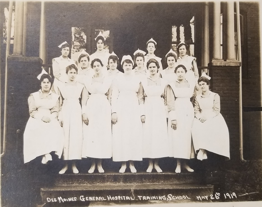 "Group of women in nursing uniforms captioned ""Des Moines General Hospital Training School May 26th 1919"""