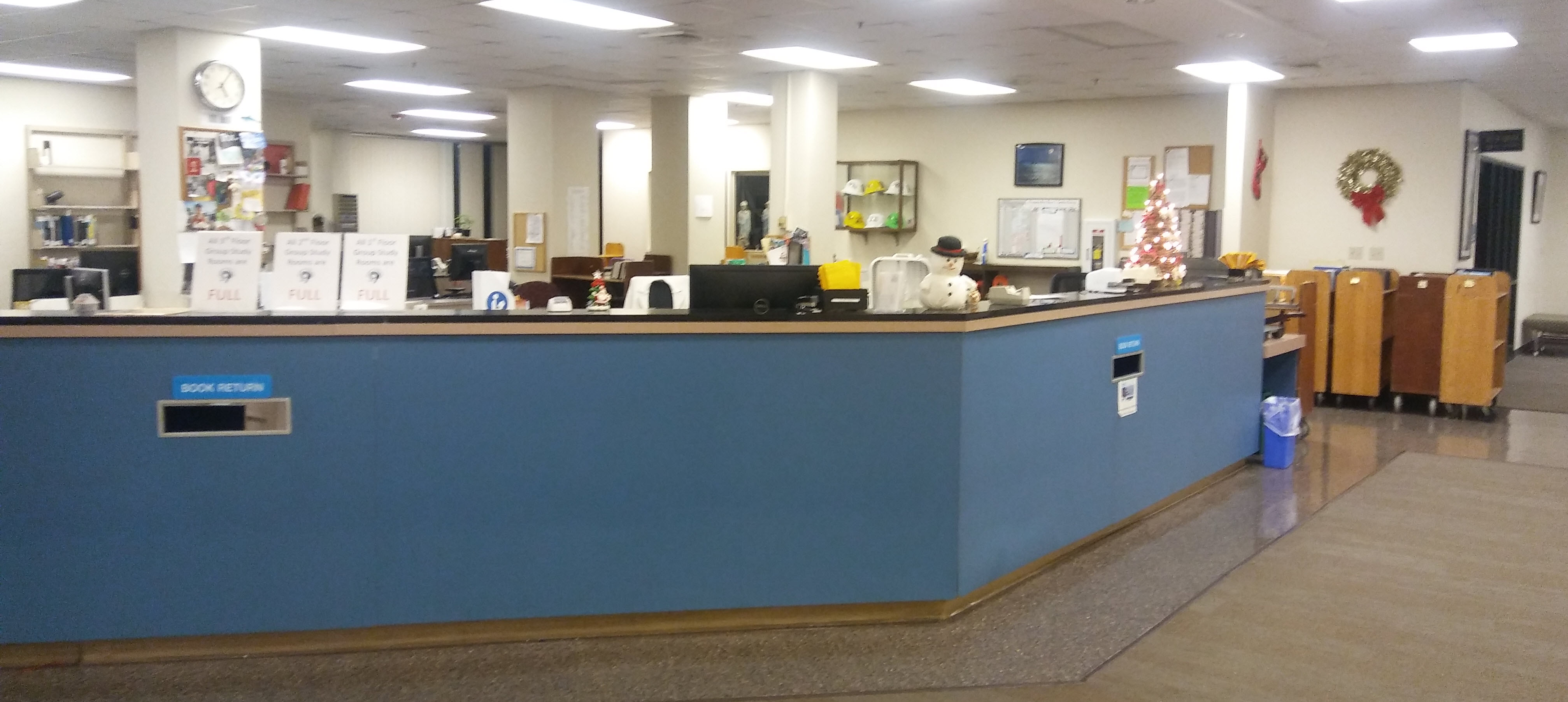 photo of the circulation desk at the front of the library.