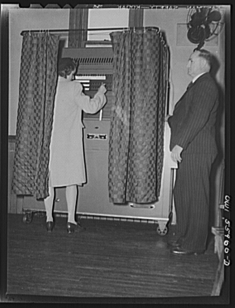 Mechanical voting booth