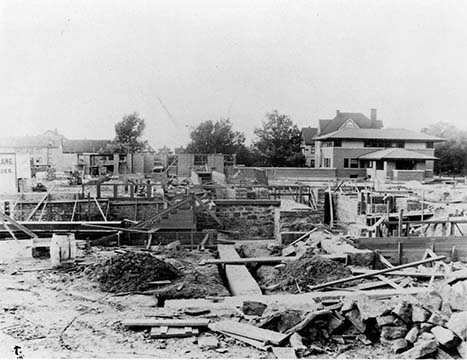 Martin House, pergola and conservatory exterior under construction with the Barton House in the background, August 26, 1904