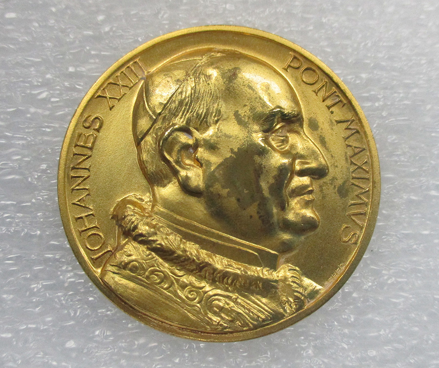Vatican II opening commemorative medal Features image of Pope John XXIII gold 1960s Gift of Dr. Peter Ahr